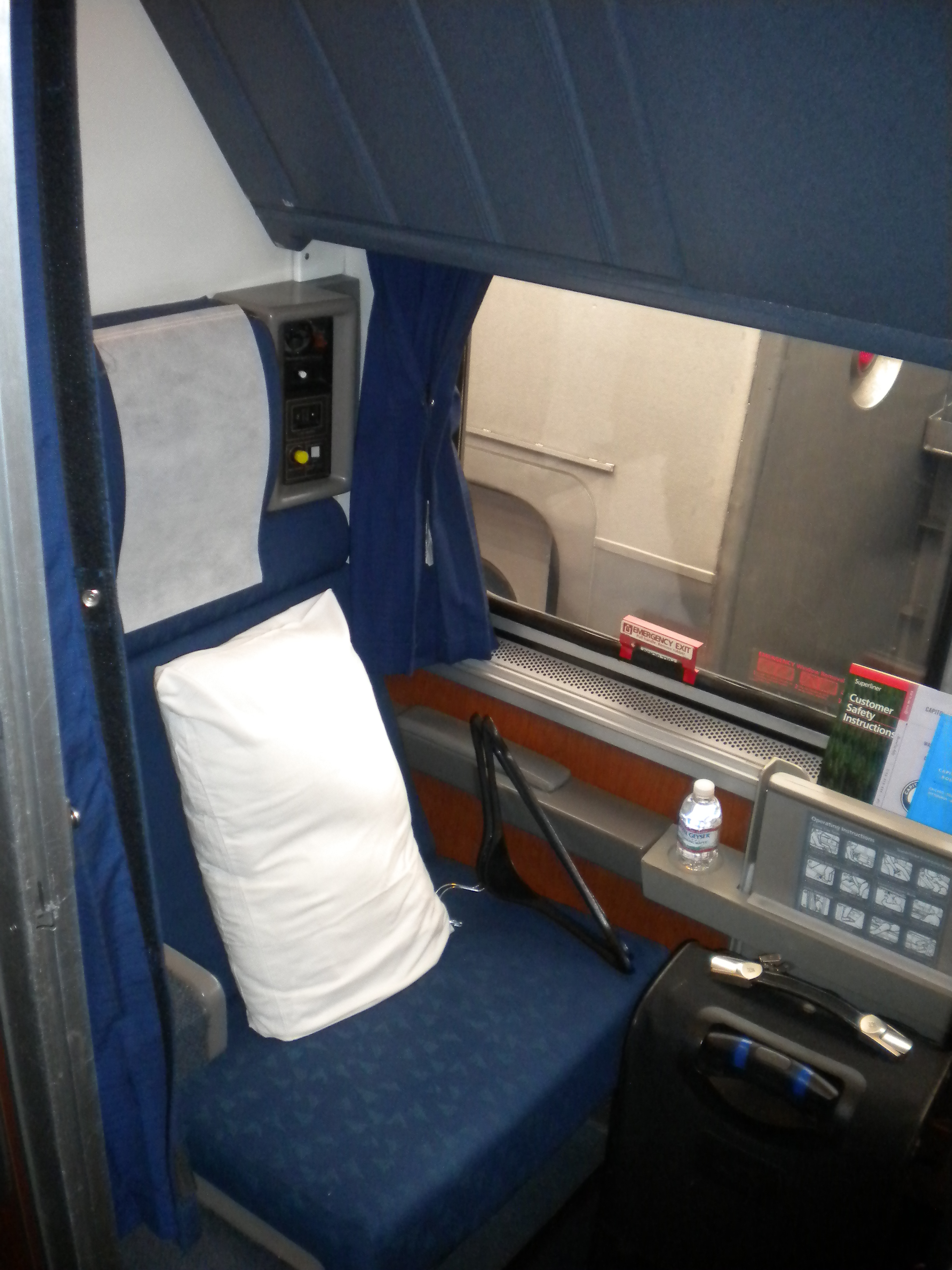 Amtrak Roomette Displaying 20 Images For Amtrak Roomette Toolbar